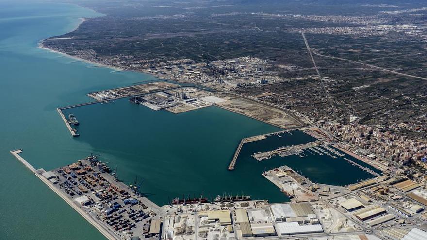 El Port de Castelló cierra el mejor mes de su historia en tráfico de mercancías