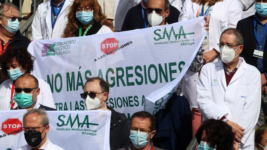 Concentración en el Regional para condenar un nuevo ataque a un sanitario
