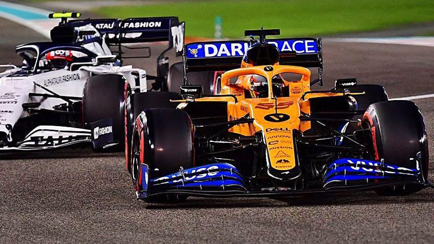 Max Verstappen se cuela en la fiesta de final de curso de Mercedes y saldrá primero en Abu Dabi; Sainz, sexto