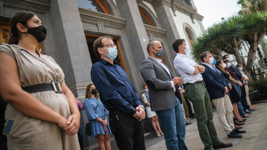 Minuto de silencio en Santa Cruz de Tenerife tras el hallazgo del cadáver de Olivia