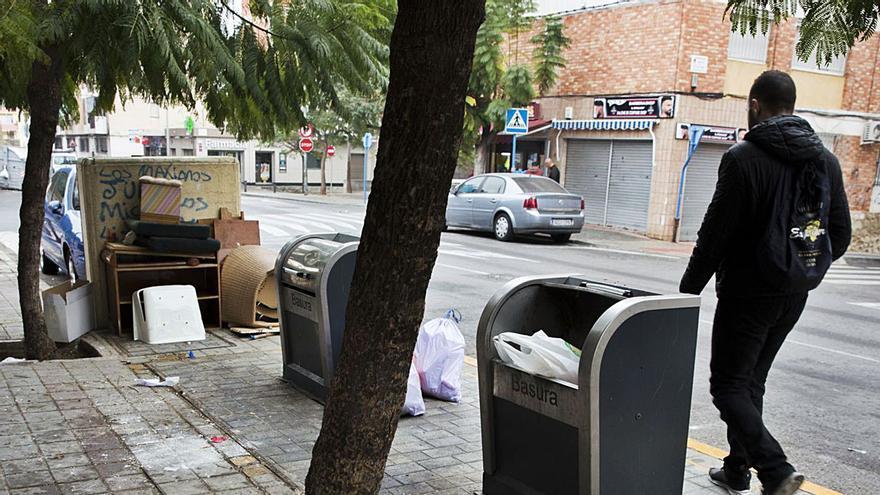 La oposición municipal «examina» a la empresa de la limpieza: 53 preguntas sobre el servicio en la ciudad