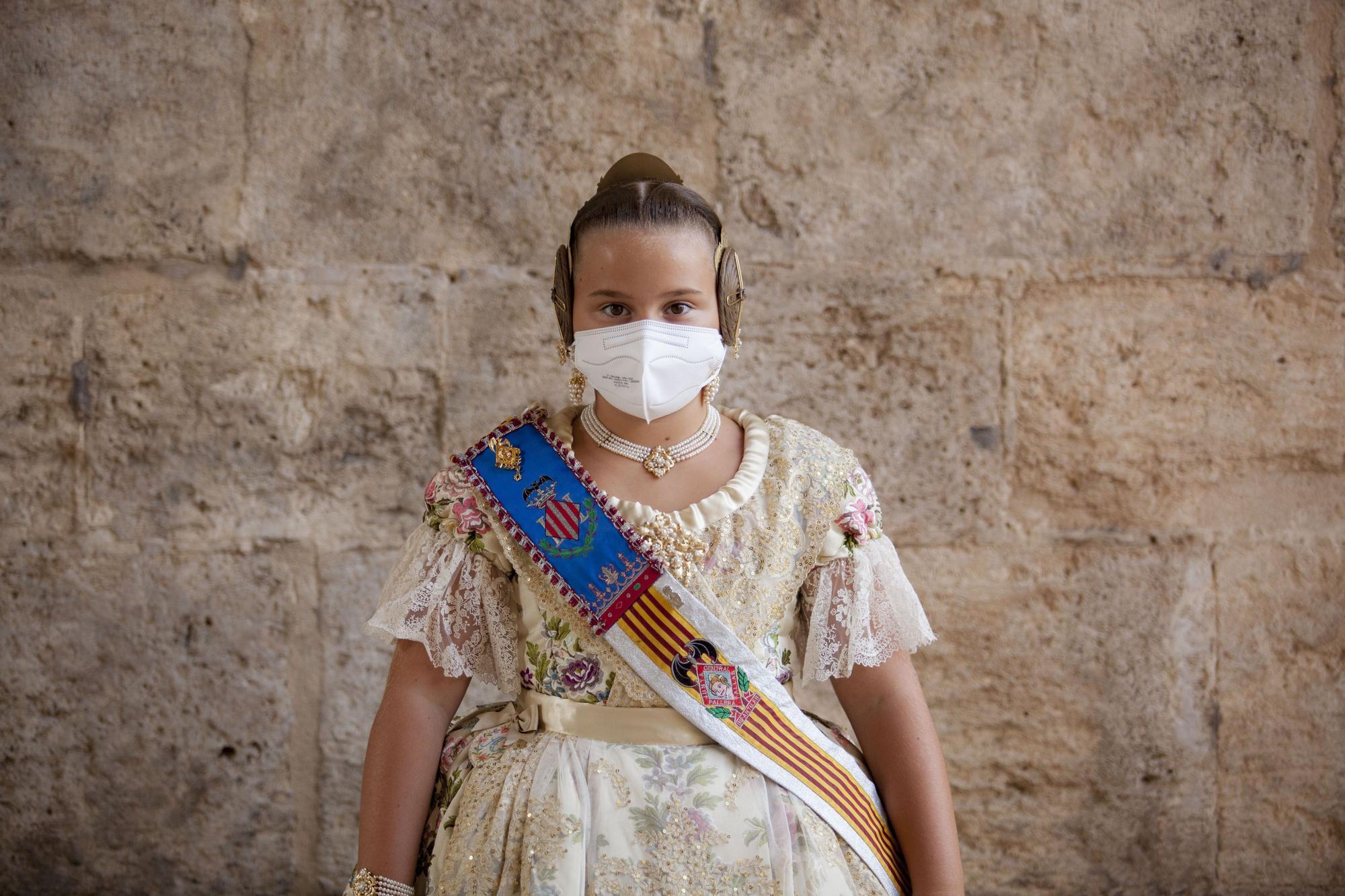 """""""Quédate con mi cara porque soy historia"""". Corte de honor de la fallera mayor 2020-21 (infantiles)"""