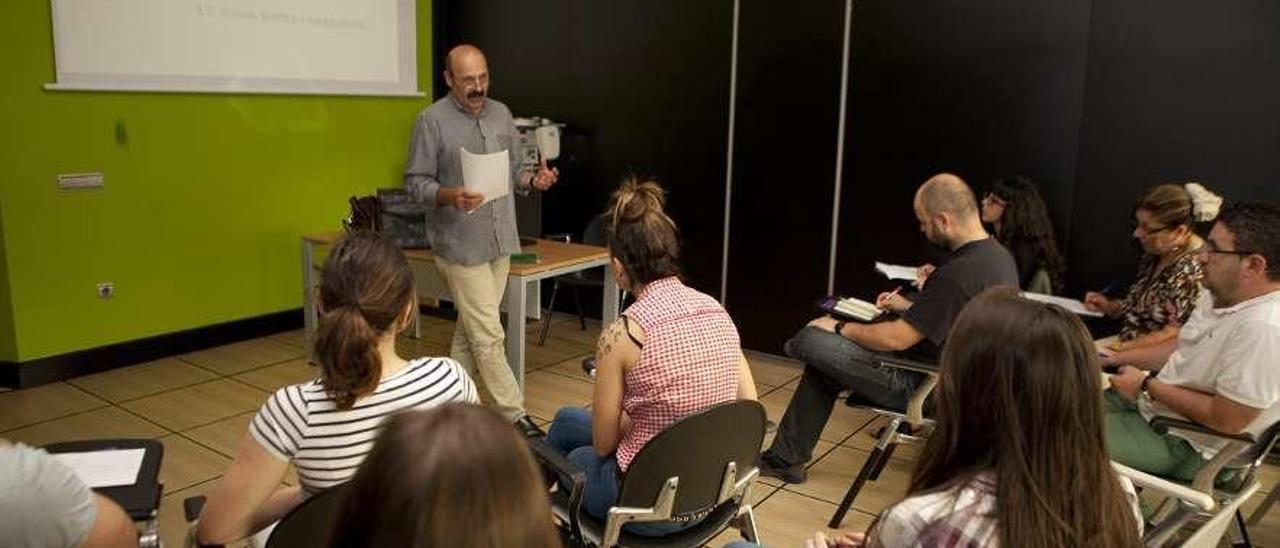 Alumnos de la Universidad de Oviedo, en un curso impartido en el Cidan de Pola de Laviana. F. Rodríguez