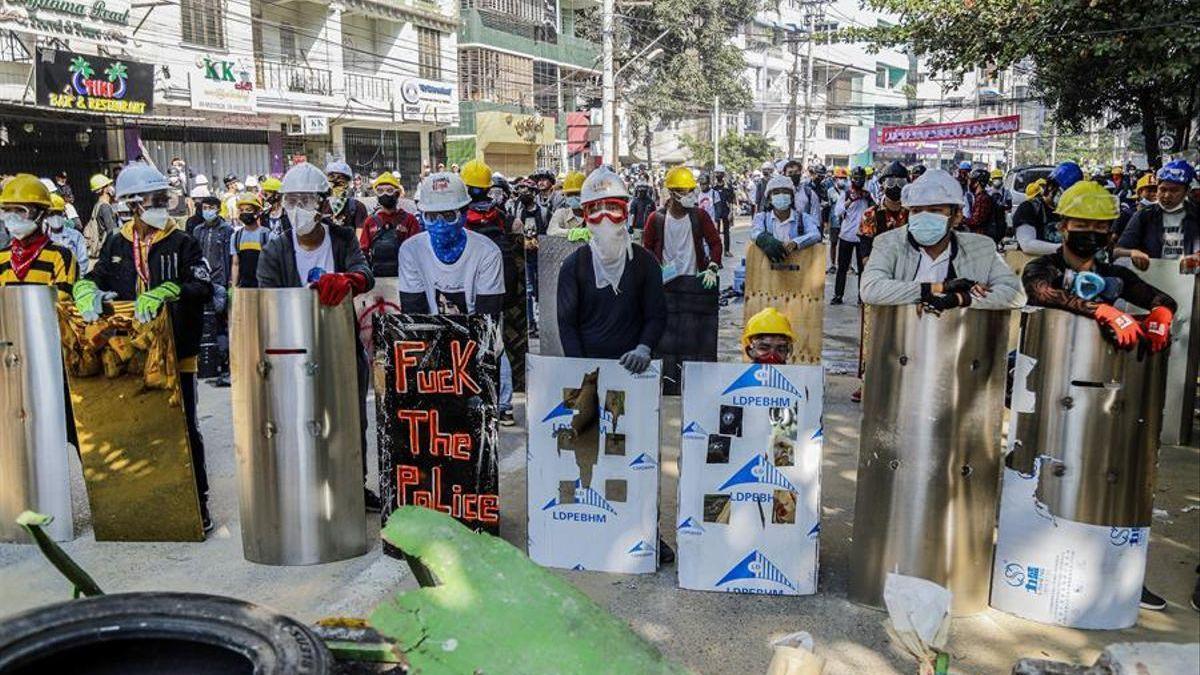 Las calles de Birmania vuelven a desafiar a la junta militar