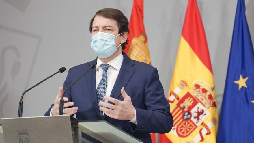 """Un abulense denuncia a Mañueco por """"prevaricación"""" al adelantar el toque de queda"""