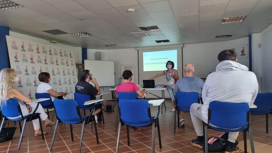 Veinte pacientes poscovid participan en las sesiones grupales impulsadas por Fisioterapia de Atención Primaria en Ibiza