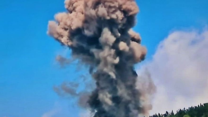 La lava afecta a viviendas y Sánchez viaja a Palma