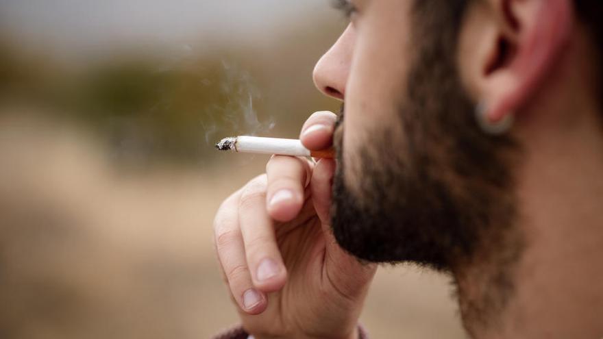 Sanidad anuncia más mano dura contra el tabaco y el vapeo