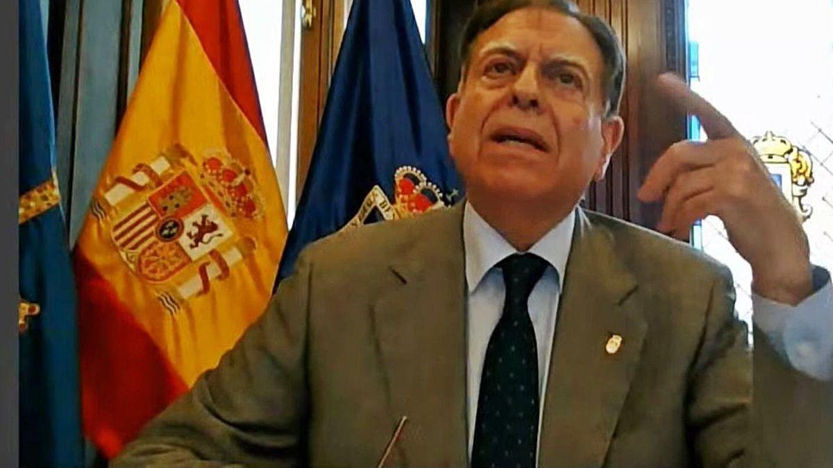 Alfredo Canteli, llamando al orden a Rubén Rosón durante el Pleno telemático de ayer.