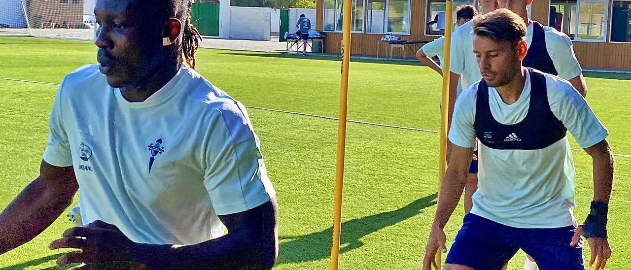 Kevin (derecha), junto a Joseph Aidoo y Baeza y Fontán en un entrenamiento en Marbella. // RC CELTA