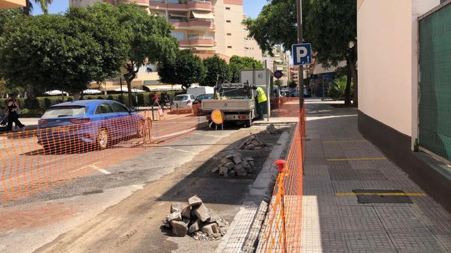 Vila comienza las obras para ampliar aceras en cuatro calles del centro