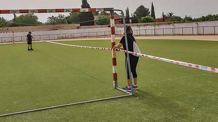 Bigastro pierde 2.030 metros cuadrados del campo de fútbol que ocupó a particulares en 1983