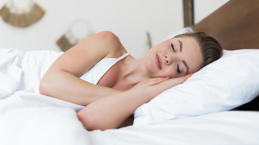 El truco definitivo para quitar el sudor y las manchas amarillas de tu almohada