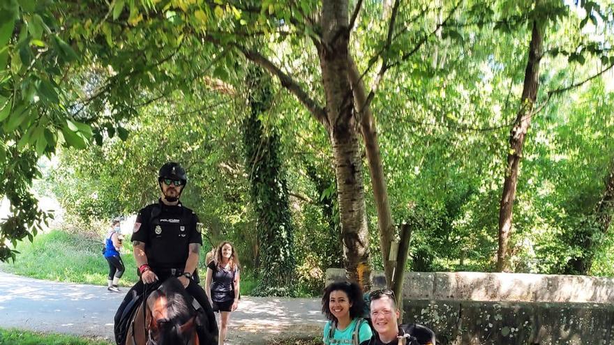 La Policía Nacional, al lado de los peregrinos