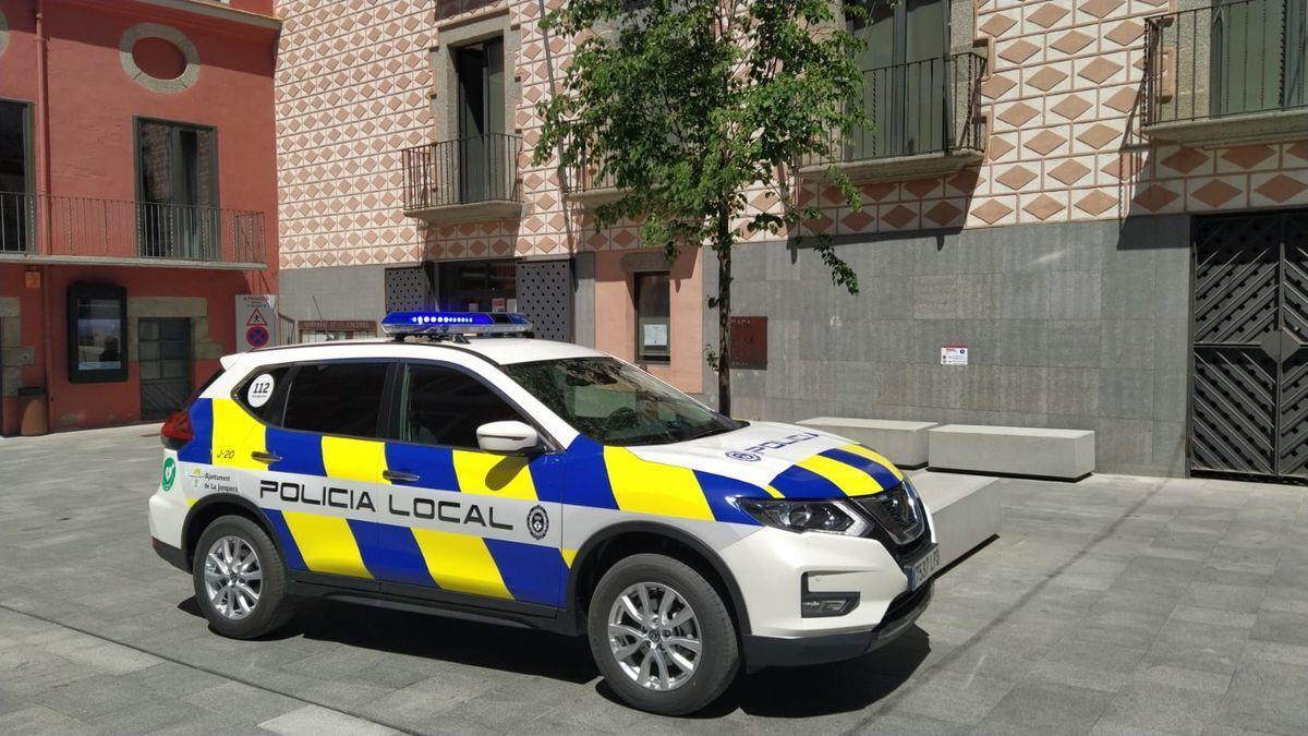 Un vehicle de la Policia Local de la Jonquera
