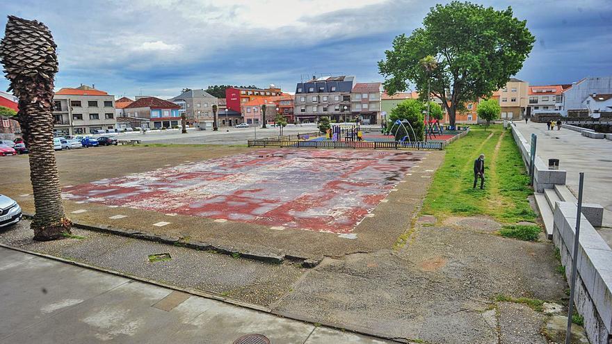 Iglesias busca el máximo consenso en la remodelación de la plaza de O Regueiro