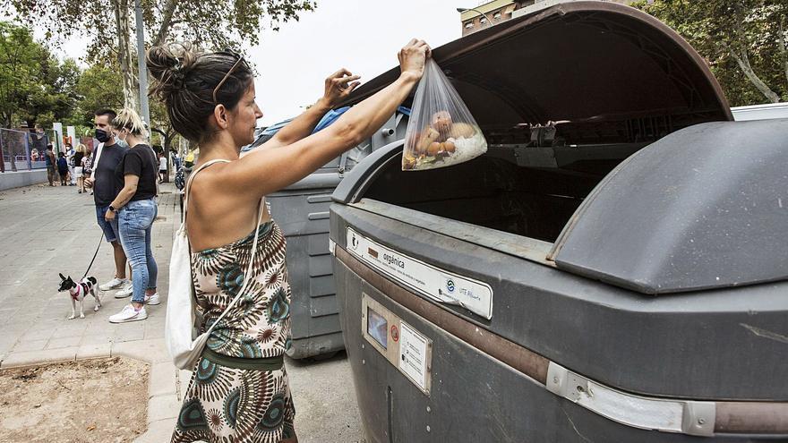 Los nuevos contenedores para residuos orgánicos, abiertos solo por la noche