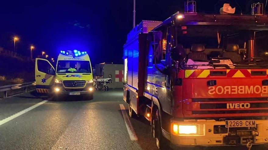 El choque entre un coche y una ambulancia militar deja dos heridos en Librilla