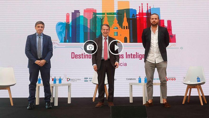 Martínez y Caballero destacan el papel de las ciudades y las TIC para un turismo inteligente