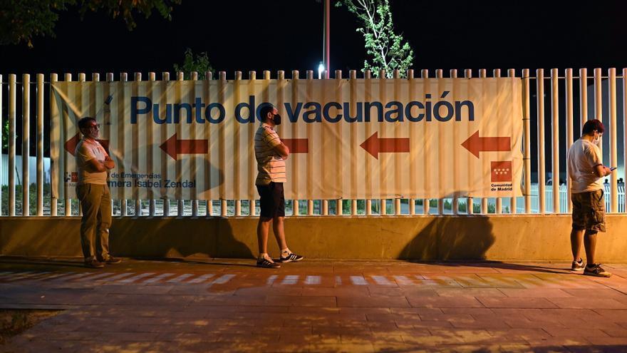 Exitoso arranque de la vacunación nocturna en el hospital Zendal de Madrid