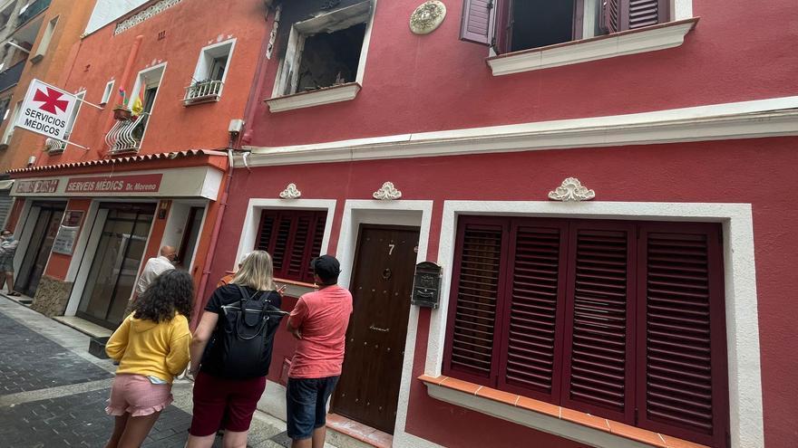 Dos policies locals pateixen cremades en l'incendi d'una casa a Lloret