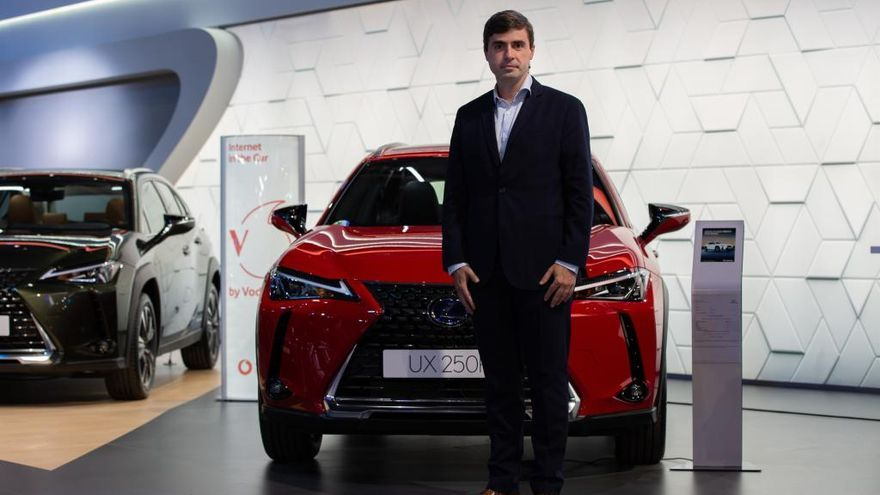 Lexus se alía con Vodafone para ofrecer Internet en sus coches en España