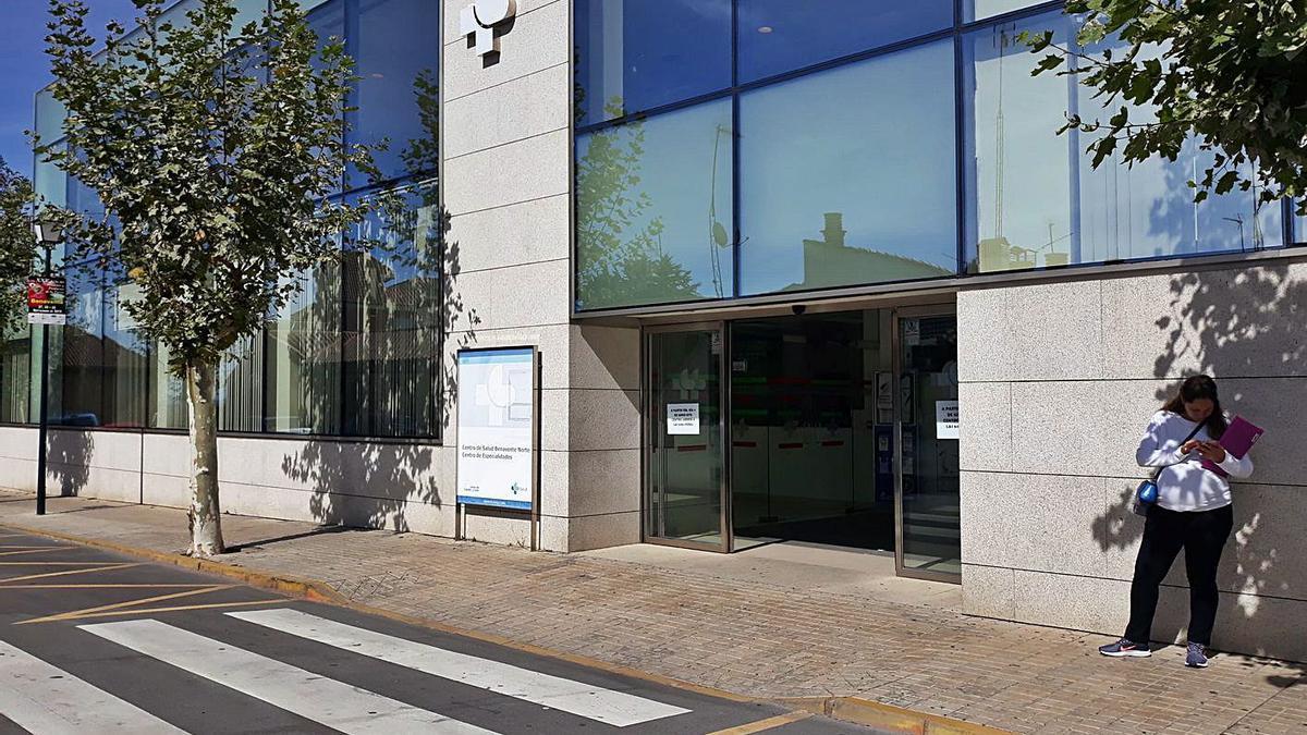 Edificio del Centro de Especialidades donde se pasaba consulta de Urología. | E. P.