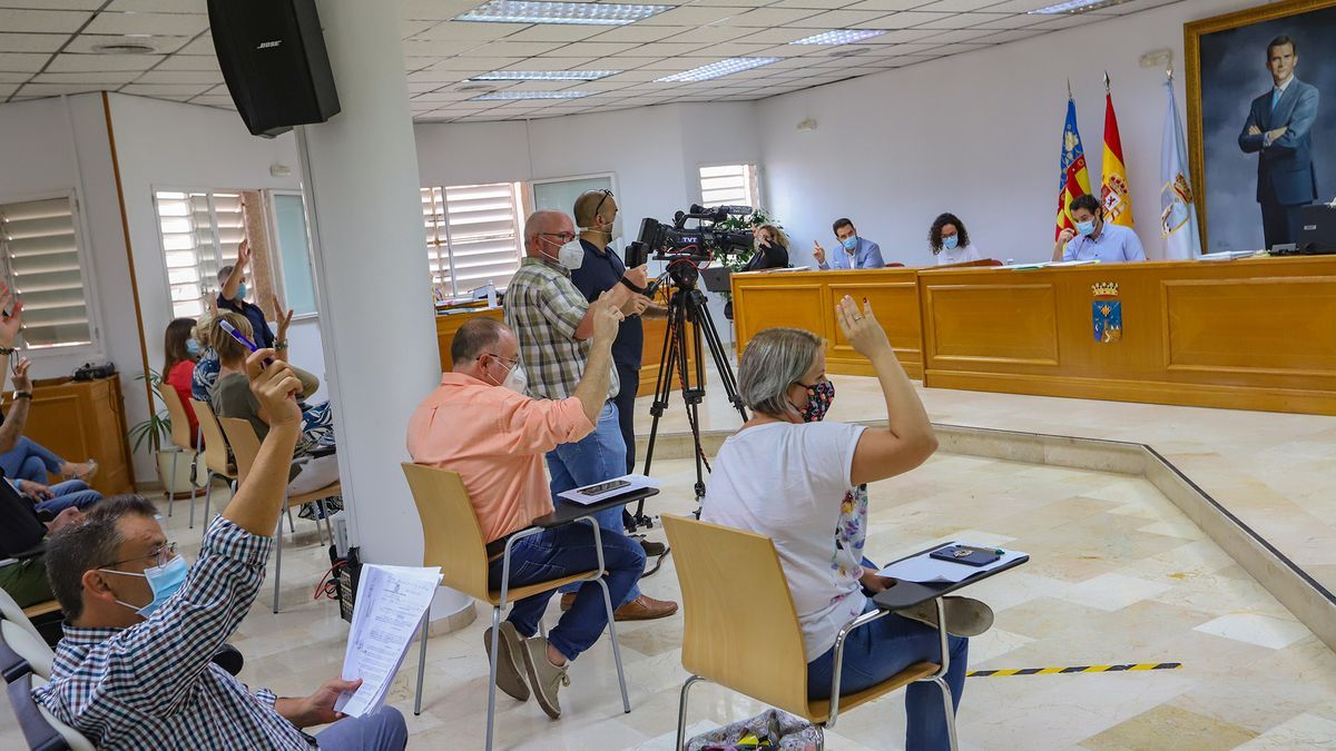 Image of one of the plenary sessions held in Torrevieja City Hall between May and September 2020