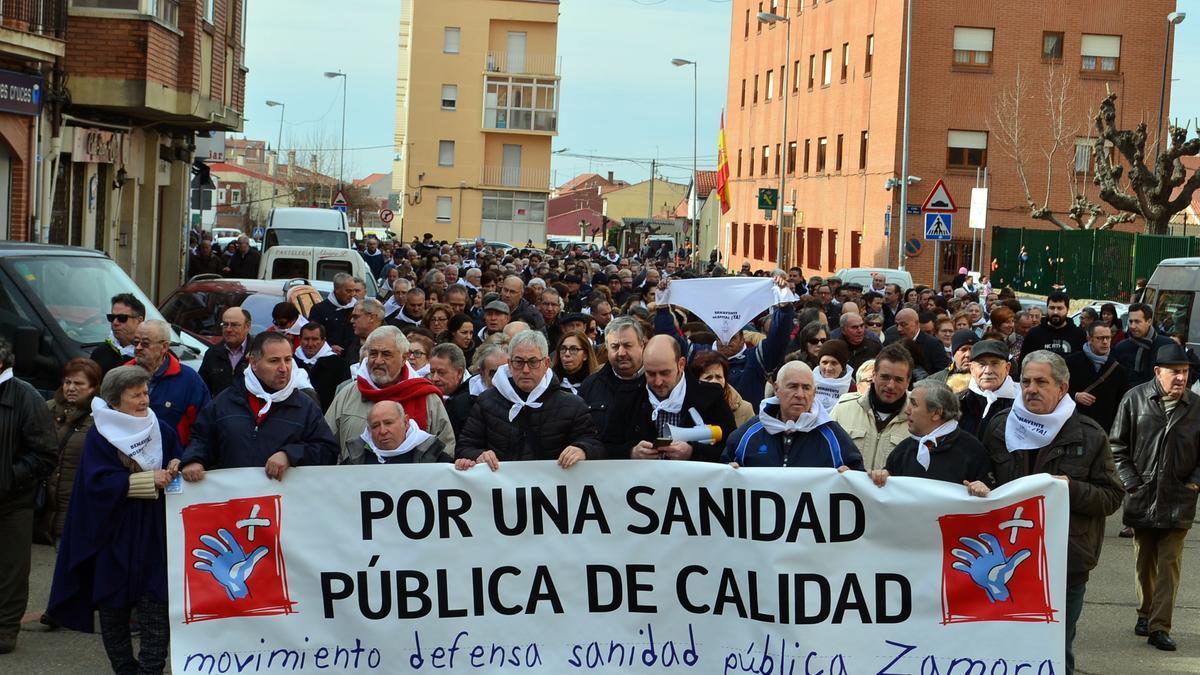 Concentración de protesta por la sanidad pública en Benavente