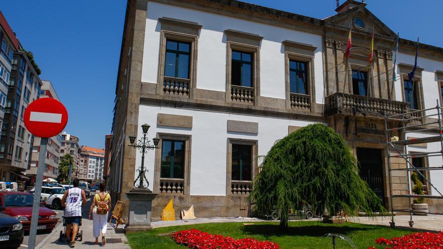 Tirón de orejas de la Valedora a muchos de los alcaldes de O Salnés