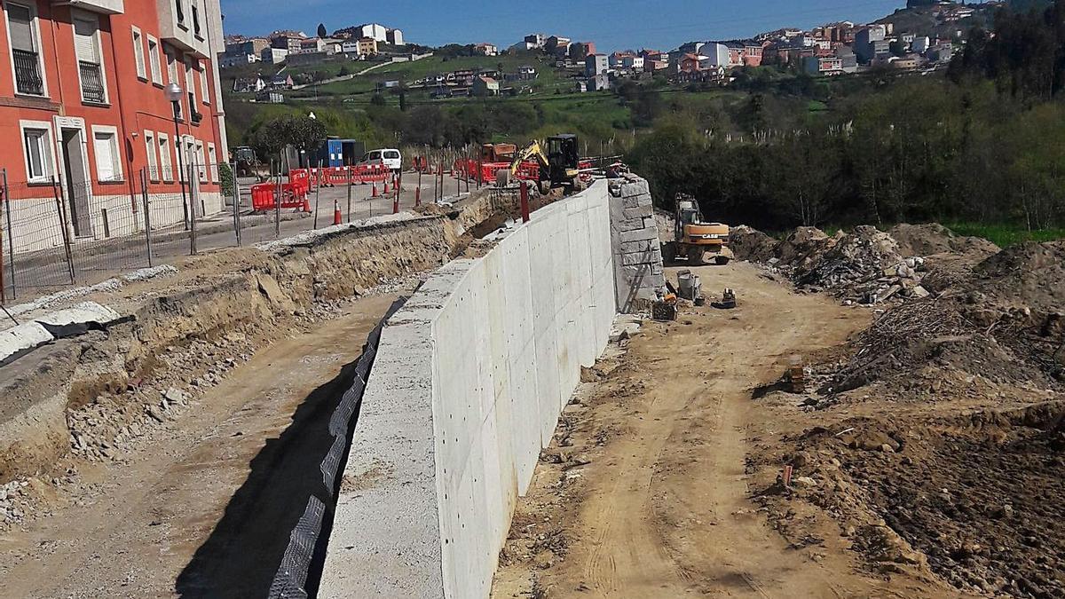 Avanza la obra del muro de contención de la calle Maizales | LA OPINIÓN