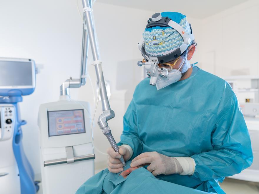 """""""Las cirugías para rejuvenecer la mirada se han duplicado tras la pandemia"""""""