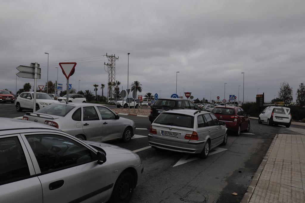 Largas retenciones en la autopista por fiebre comercial antes de las nuevas restricciones