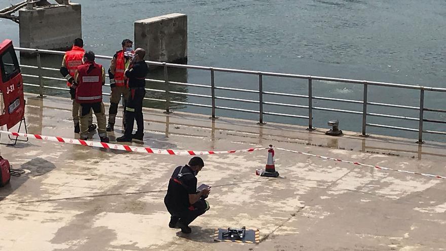 Despegue de un dron para la búsqueda del menor desaparecido en el Ebro.