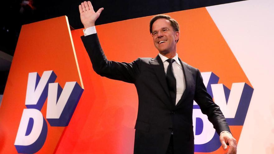 Holanda frena a la extrema derecha y da la victoria a Rutte, con el 20% escrutado