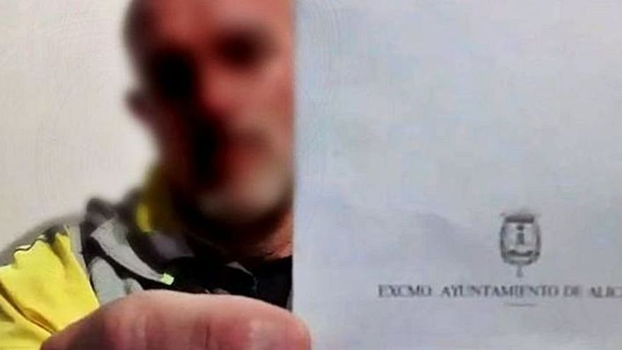 Suspenden un año y siete meses a un policía por negarse a usar la mascarilla