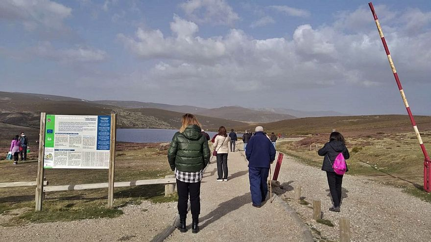 El entorno del Lago de Sanabria, a rebosar de visitantes en Semana Santa
