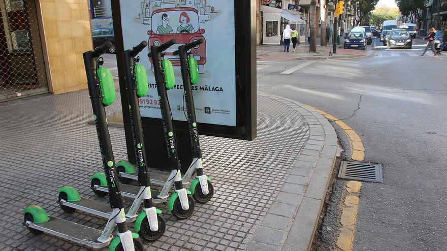 La grúa también se llevará los patinetes y las bicis mal estacionados