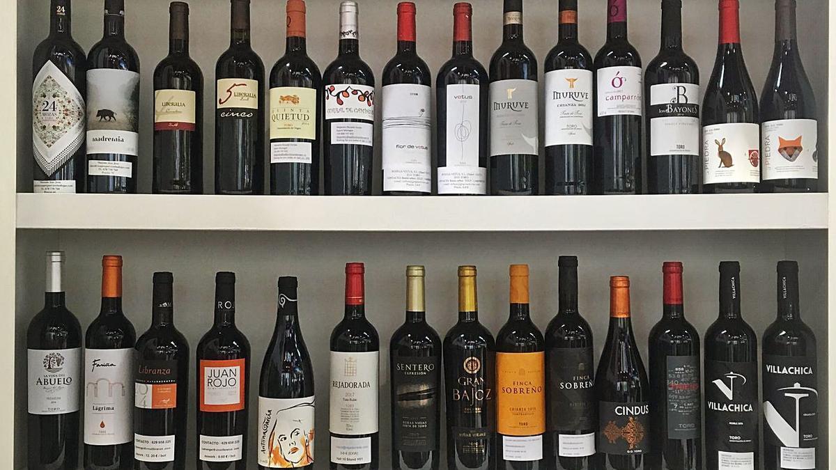 Distintas botellas de vinos de la DO Toro a la venta.   Consejo Regulador