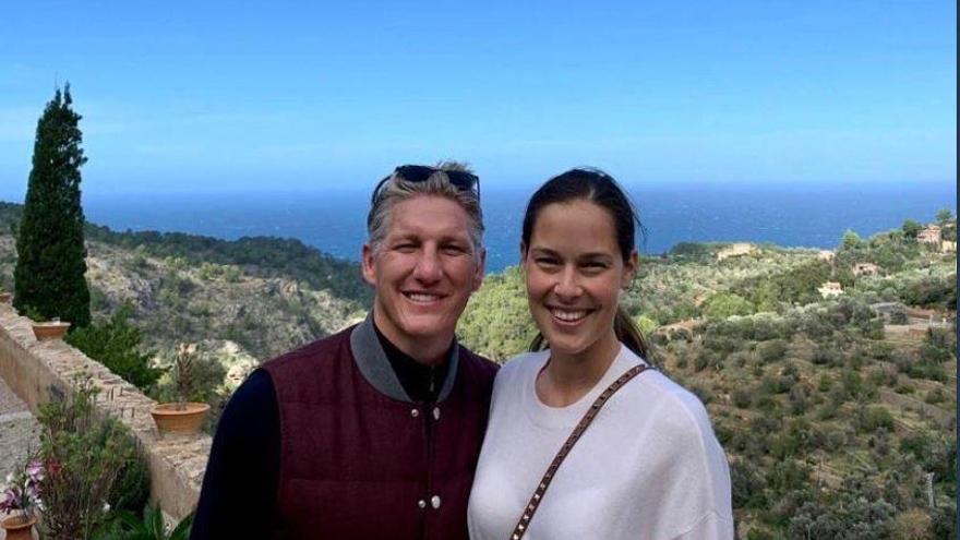 Ana Ivanovic y Bastian Schweinsteiger, paseo en Palma y excursión a la Serra