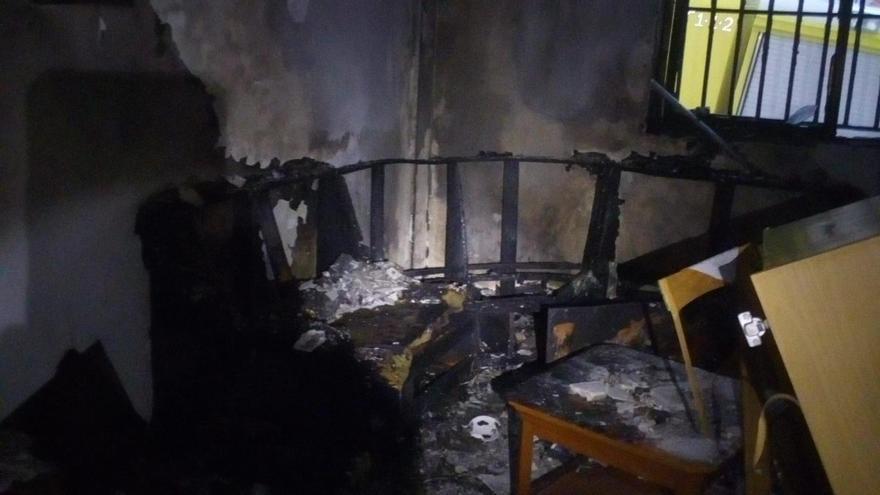 Echa a empujones a su madre de su casa y le prende fuego en Telde