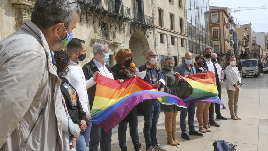 El PSOE de Alicante denuncia que la Policía Local no está formada para atender a víctimas de delitos de LGTBIfobia