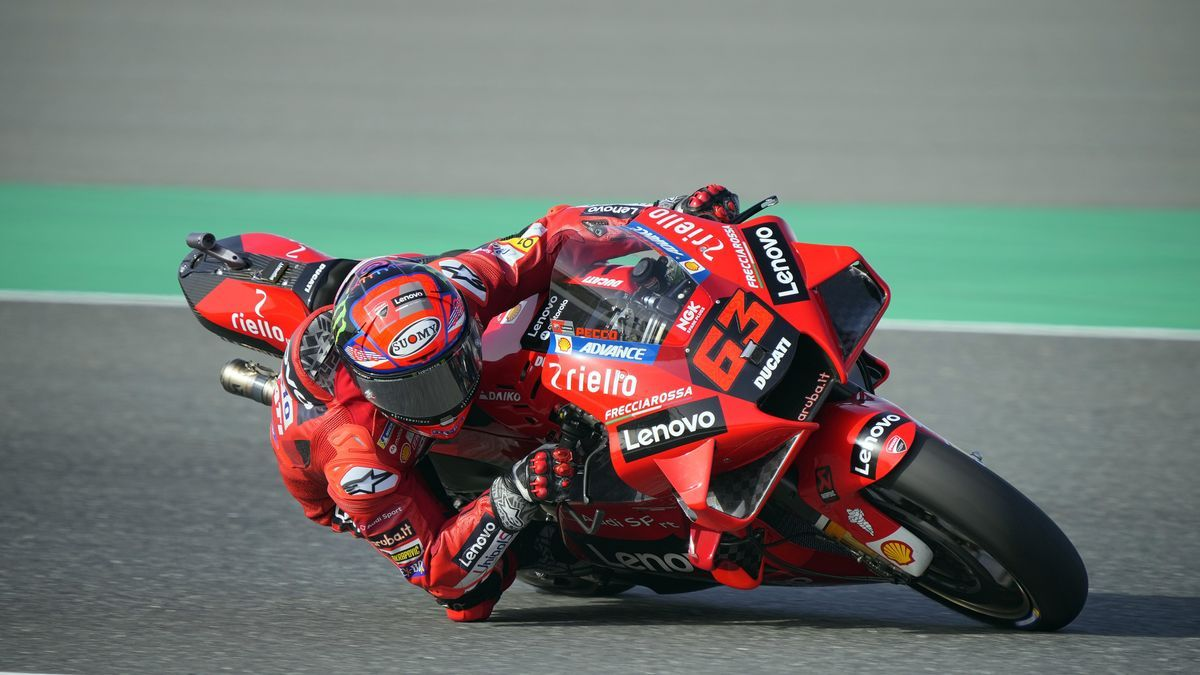 """El italiano Francesco """"Pecco"""" Bagnaia (Ducati Desmosedici GP21)."""