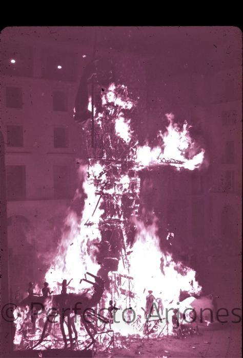 HOGUERAS. 1965