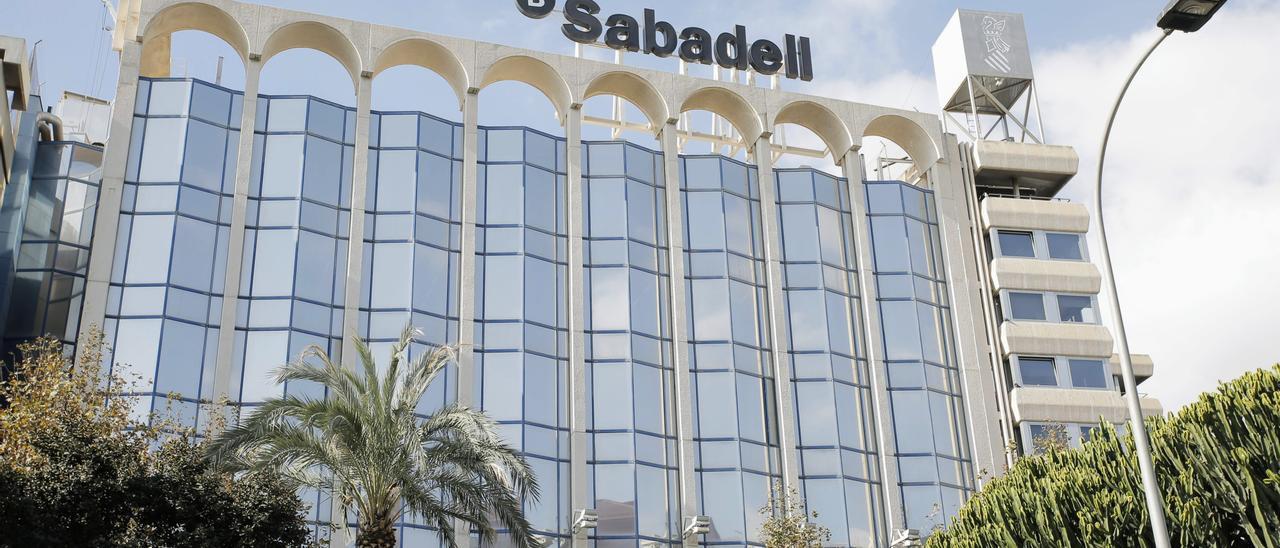 La sede del Banco Sabadell en Alicante.