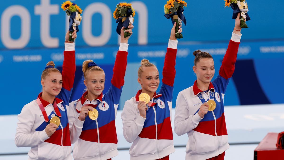 El equipo ruso con la medalla de oro de gimnasia artística.