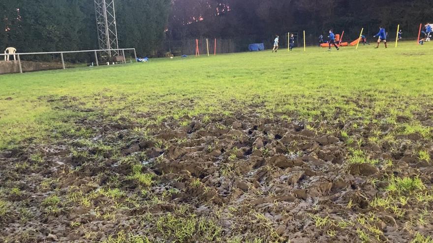 """El Real Oviedo Rugby lanza un SOS: """"Varios jugadores han tenido roturas de ligamento cruzado. El mal estado del césped va a peor"""""""
