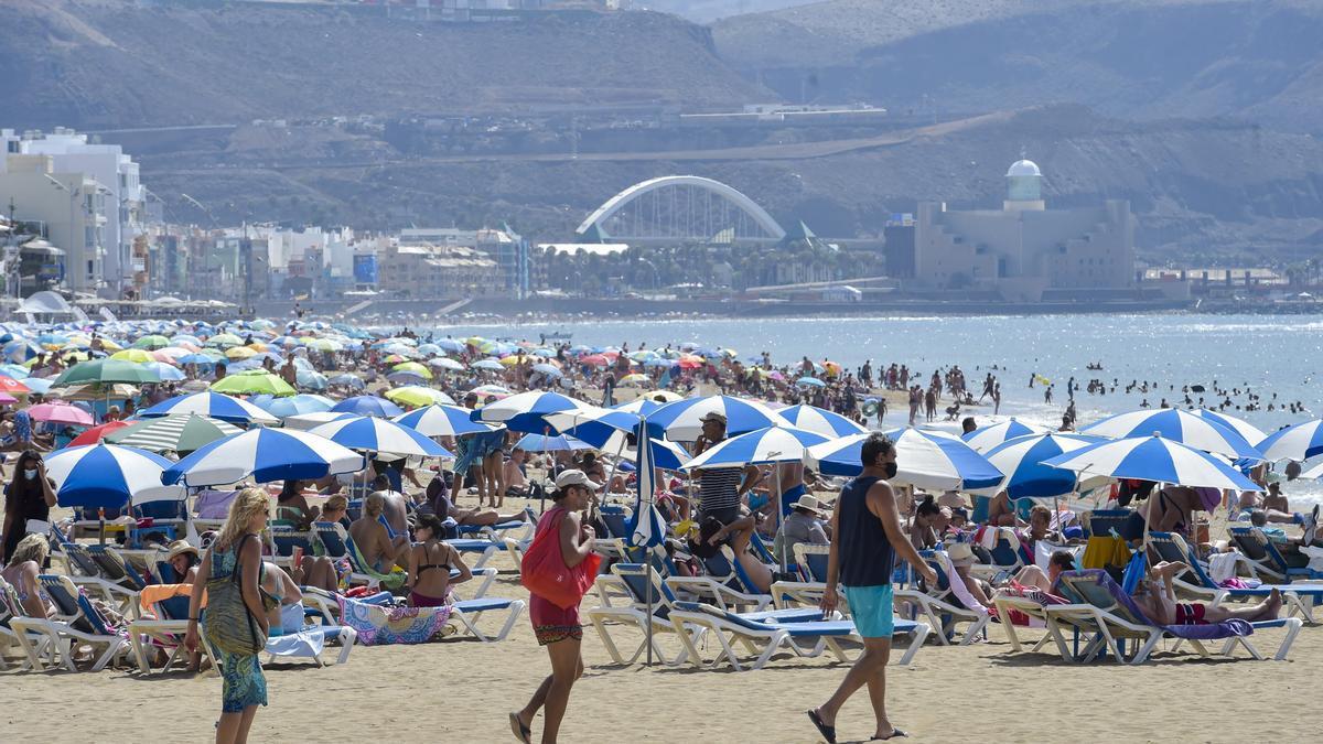 Imagen de archivo de la playa de Las Canteras