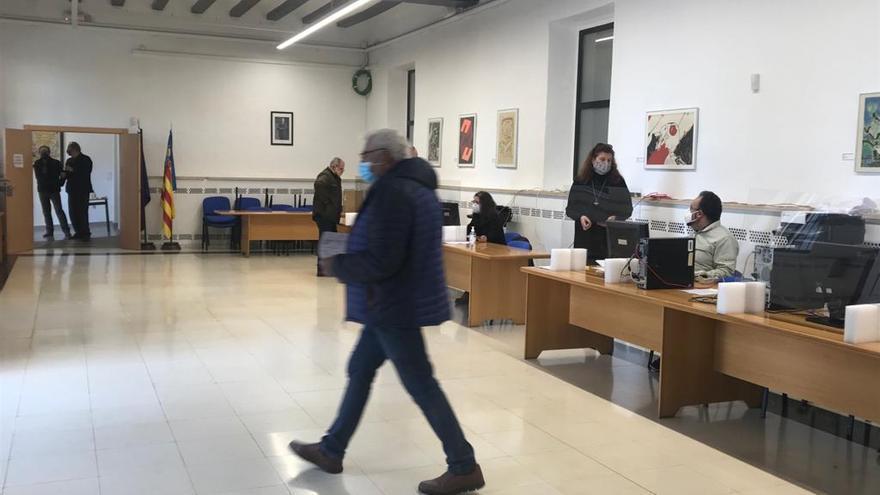 Manises emite 1.337 pases de metro anuales para mayores