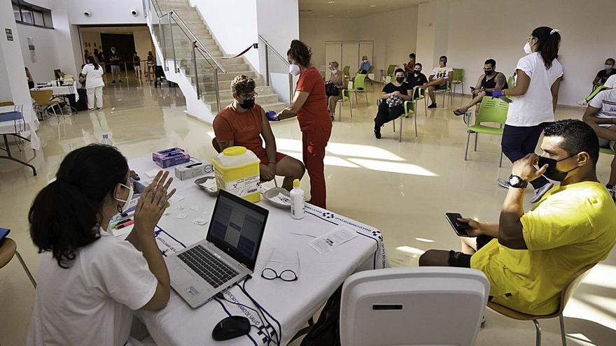 El Cabildo cederá ambulancias a cada municipio por el aumento del virus